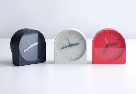 На фестивале дизайна в Лондоне 2009 британская студия дизайна Industrial Facility представила будильник, задняя часть которого представляет собой один большой и громкий звонок.