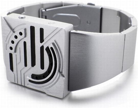Легкий и высококачественный алюминий, из которого изготовлены часы, приятен и удобен в носке