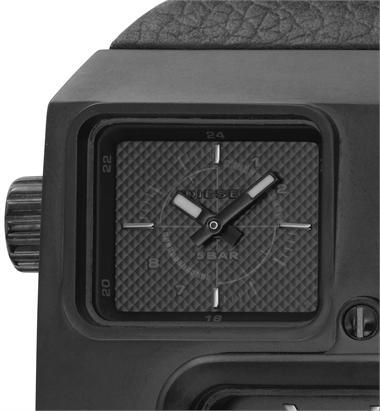 Часы выполнены из нержавеющей стали и выдерживают давление 5 атмосфер