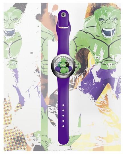 Корпус часов изготовлен из титана и платины, а циферблат украшен творением художника.