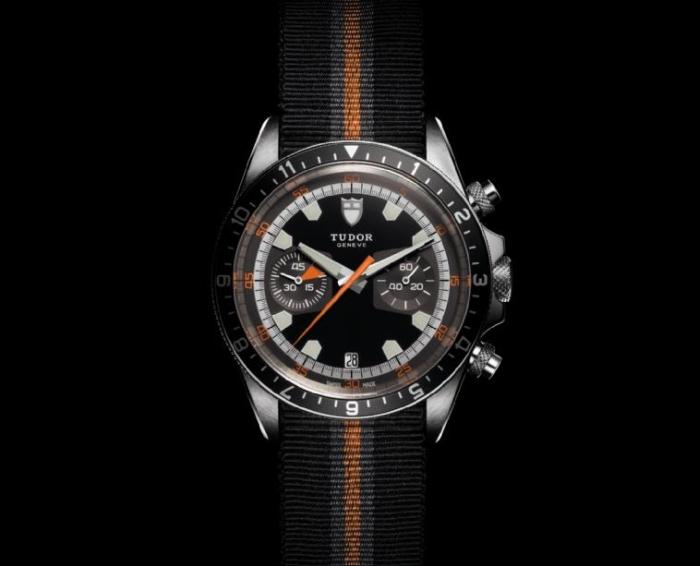 модель в винтажном стиле воспроизводит основные черты оригинала Tudor Oysterdate chronograph