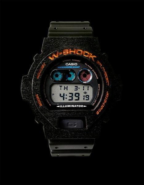 наручные часы представлены пока в красном и черном цвете