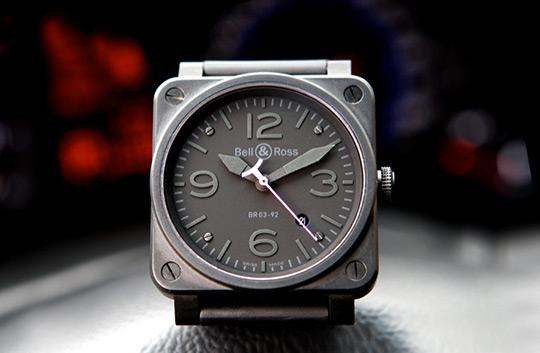 черное покрытие из углепластика, которое напоминает графитовую отделку Infiniti FX Limited Edition