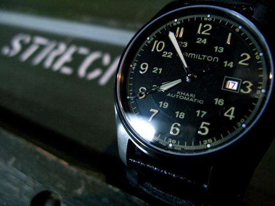 результат коллаборации нового японского бренда Neighborhood и легендарного американского производителя часов Hamilton