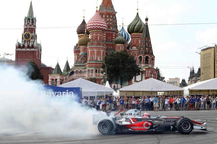 в Москве стало шоу Moscow City Racing