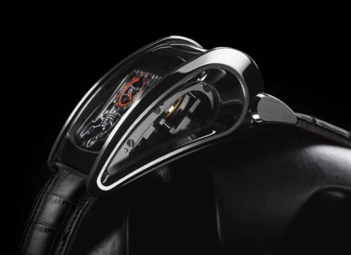 Корпус часов стилизован под обводы знаменитого суперкара, но в отличие от Bugatti Super Sport изготовлен из 18-каратного белого золота