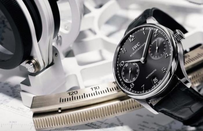 История коллекции начинается в конце 30-х годов, когда компания IWC получила частный заказ от поставщиков часов в Португалию