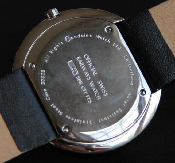 42 мм корпус из стали сделан без душек и кожаный ремешок крепится непосредственно к оборотной стороне часов