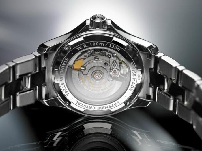 Швейцарский механизм Raymond Weil калибра RW4200 на 26 камнях, 28,800 vph и запасом хода на 38 часы