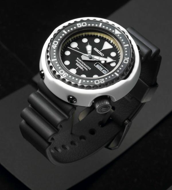 Белый дельфин новые спортивные часы от Seiko