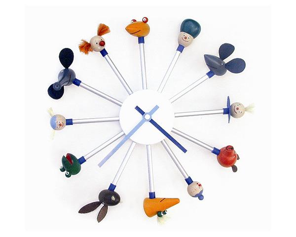 В часах Hopsclock деления обозначены хорошо знакомыми многим детям фигурками из легендарного конструктора Kellner