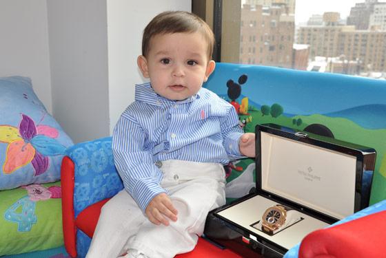 у  десятимесячного малыша украли Patek Philippe