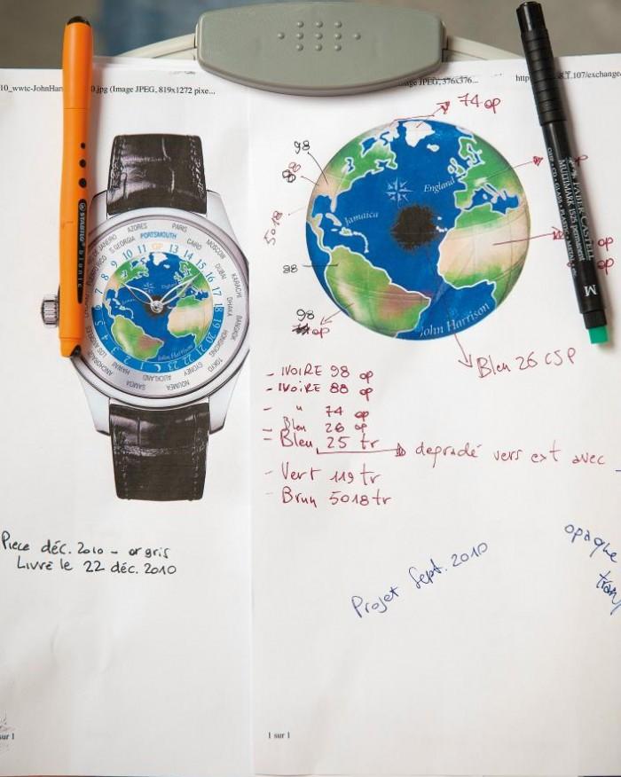 На эмалевом циферблате изображен маршрут путешествия из английского Портсмута в Порт-Ройаль (Ямайка) и обратно