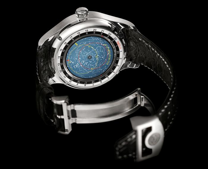 Сзади находится вечный календарь и схема звездного неба, изображенная на поляризованном фильтре, который меняет цвет с серого на голубой в зависимости от времени суток