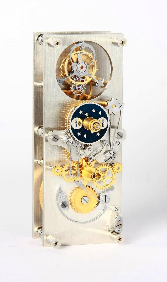 индикация часов; индикация минут; минутный турбийон; индикация фаз Луны; индикация дат по мусульманскому календарю Хиджра на арабском языке