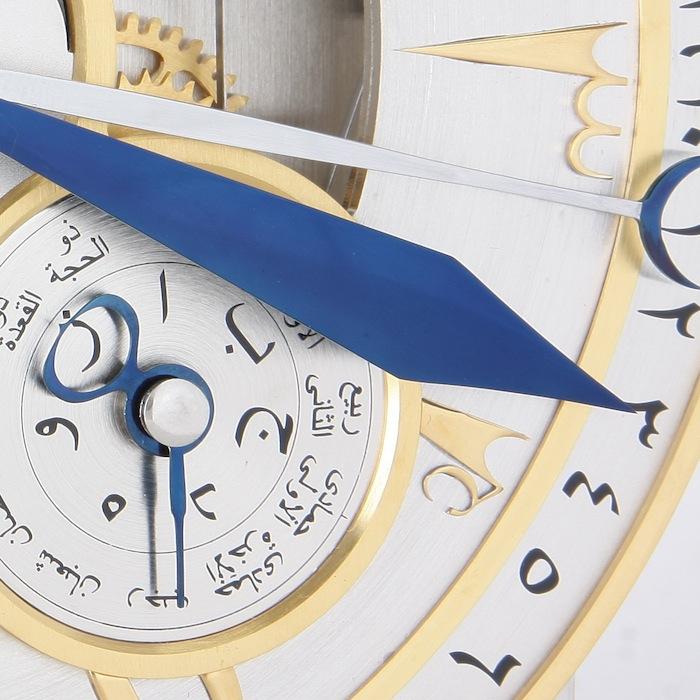 индикация фаз Луны, турбийон, индикация дат и месяцев  по мусульманскому календарю Хиджра на арабском языке