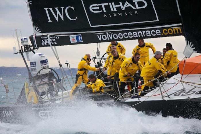 В старте регаты Volvo Ocean Race на борту Azzam участвовал Зинедин Зидан (Zinedine Zidane)