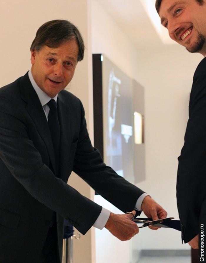 Шарль Вийо (вице-президент Longines) и Дмитрий Дмитриев (бренд-директор Longines в России) разрезают ленточку