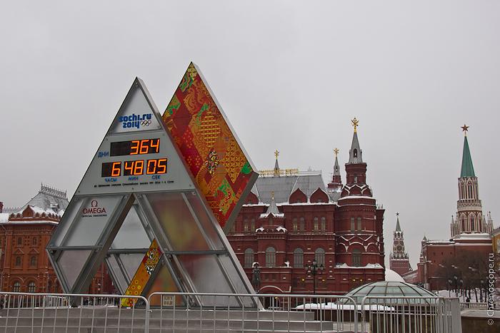 в Москве установили большие часы Omega, отсчитывающие время до официального открытия