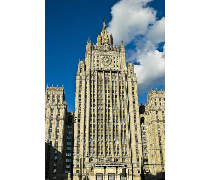 высотное здание на Смоленской-Сенной площади
