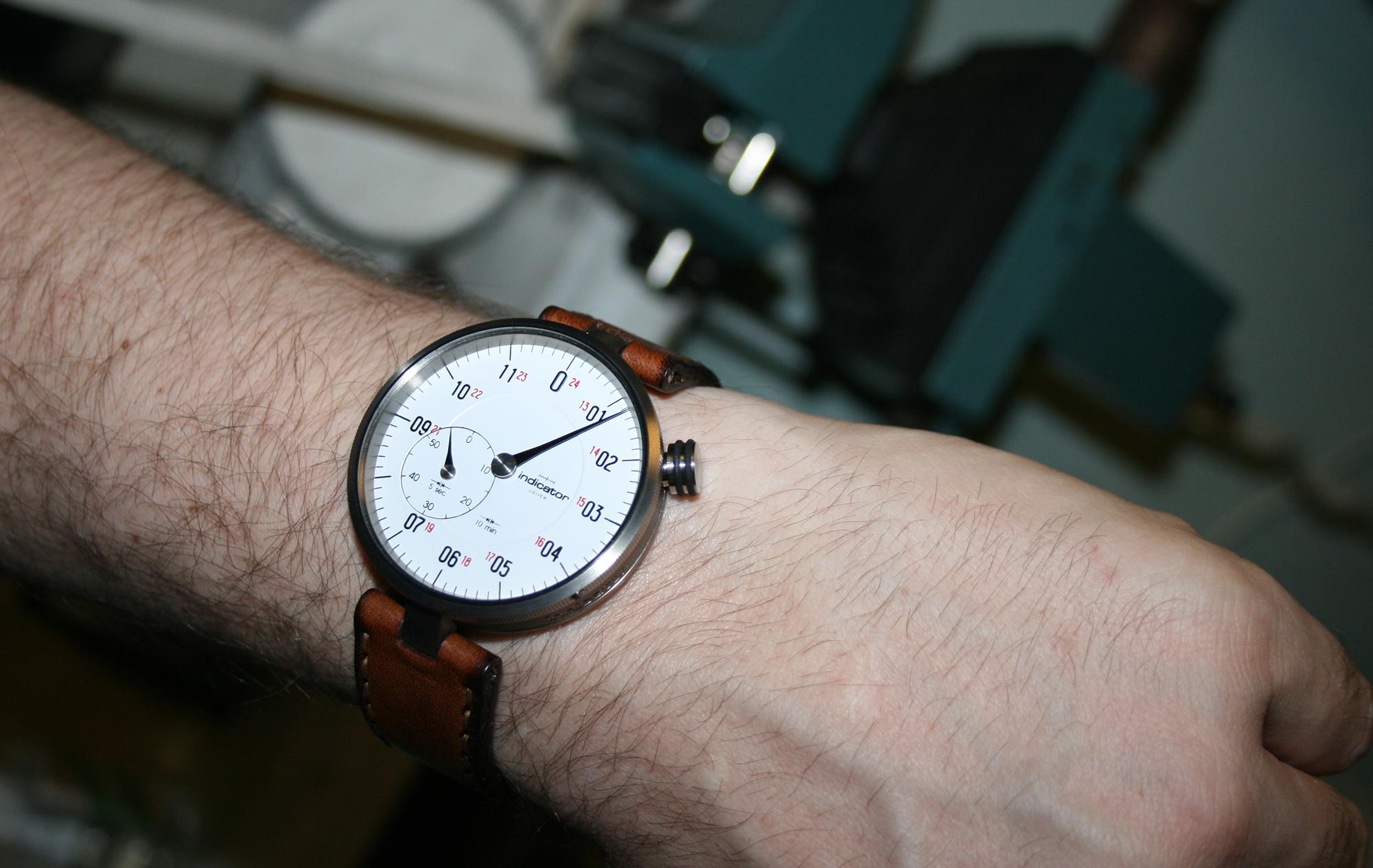 Colibrica Indicator Wristshot
